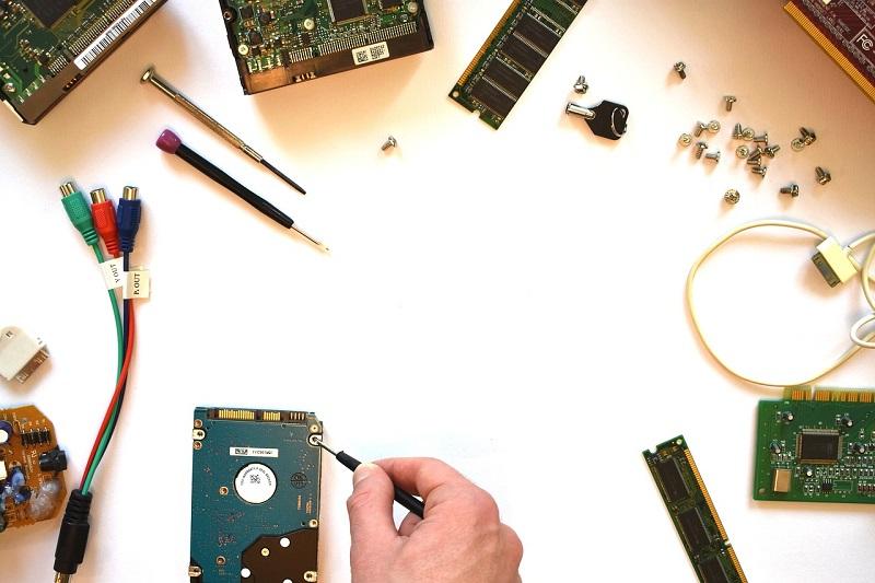 Občutljiva elektronika se v računalniških komponentah pokvari.